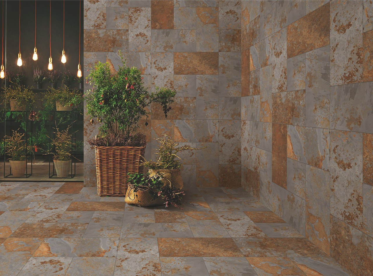 decorar patio interior plantas artificiales